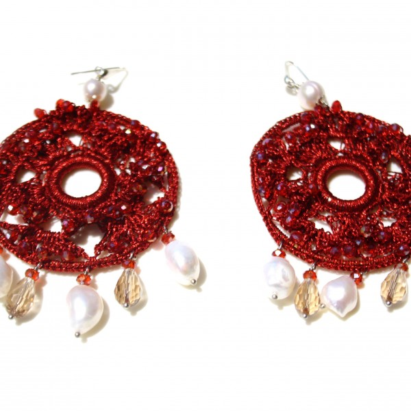 Orecchini di macramè con cristalli swarovski e perle di acqua dolce. Monachella in argento 925