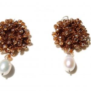 Orecchini di macramè con cristalli swarovski e perle di acqua dolce. Monachella in argento  placcato oro 18kt