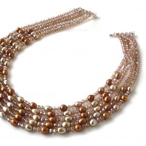 Collana multifilo con perle di acqua dolce champagne, perle bronzo e cristalli swarovski.