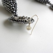 Orecchini con goccia di cristalli swarovski e macramè con strass. Monachella in argento 925