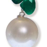 Orecchini con perle di acqua dolce e pietre naturali particolare