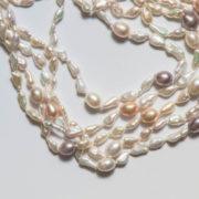 collana-a-5-fili-di-perle-di-acqua-dolce-bianche-dettaglio
