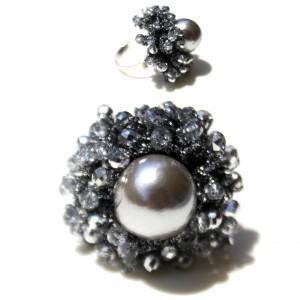 Anello in argento 925 con una perla di acqua dolce montata con cristalli Swarovski di alta qualità