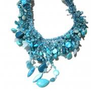 Collana di pasta di turchese,  perle barocche e sfere di resina con cristalli swarovski.