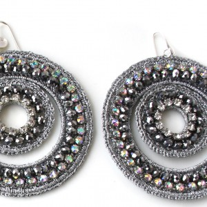 Orecchini di macramè con cristalli swarovski e strass. Monachella in argento 925